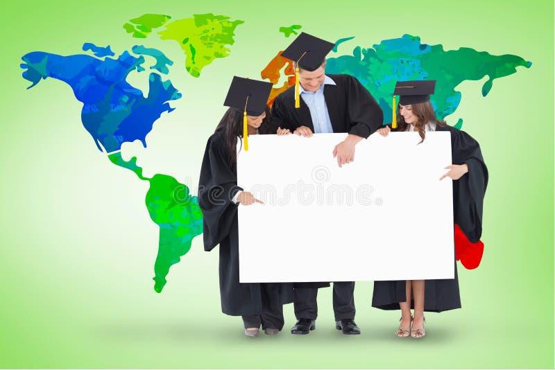 Złożony wizerunek trzy absolwenta wskazuje puste miejsce znak obraz stock