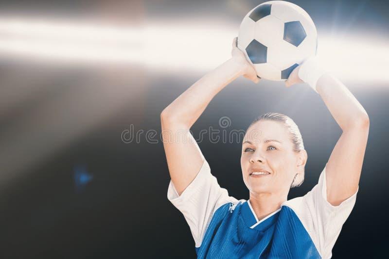 Złożony wizerunek trzyma piłkę kobieta gracz piłki nożnej zdjęcia stock