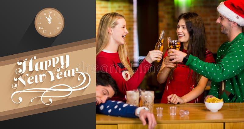 Złożony wizerunek uśmiechnięci przyjaciele ma napoje podczas bożych narodzeń ilustracja wektor
