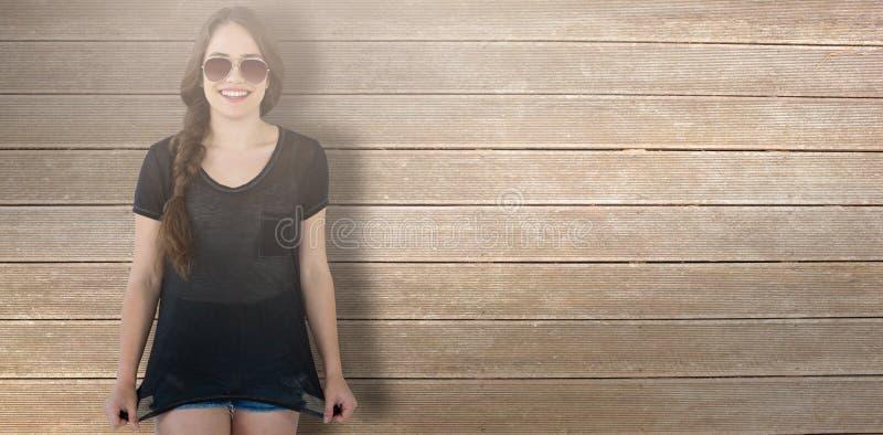 Złożony wizerunek uśmiechnięci wzorcowi jest ubranym okulary przeciwsłoneczni rozciąga wierzchołek obraz royalty free