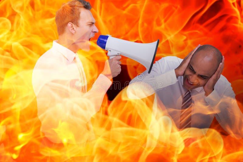 Złożony wizerunek wrzeszczy z megafonem przy jego kolegą biznesmen zdjęcie royalty free