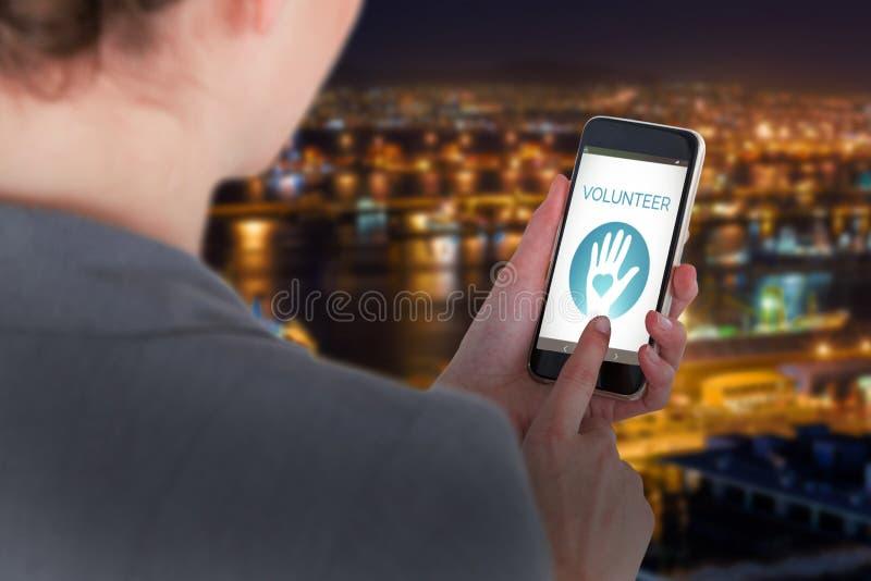 Złożony wizerunek zakończenie bizneswoman używa telefon komórkowego obrazy stock