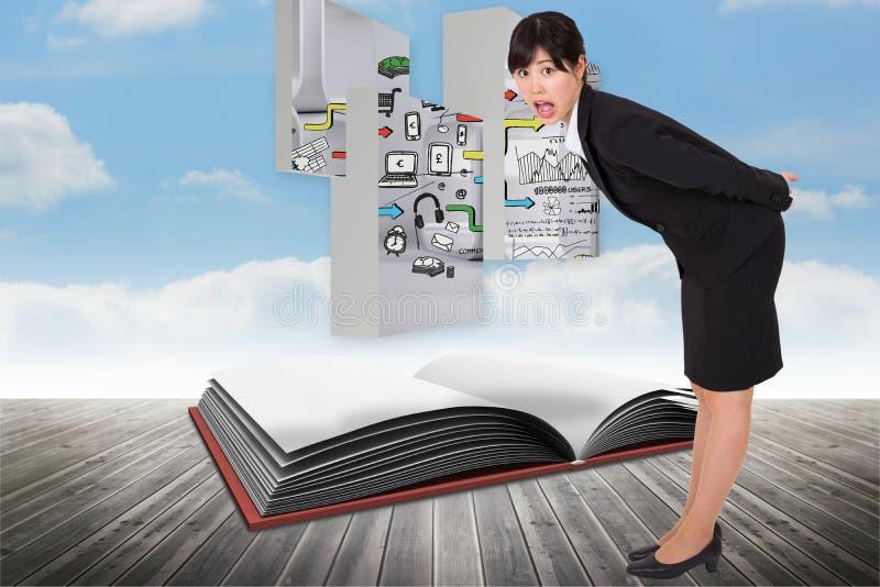 Złożony wizerunek zdziwiony bizneswomanu chylenie zdjęcia stock