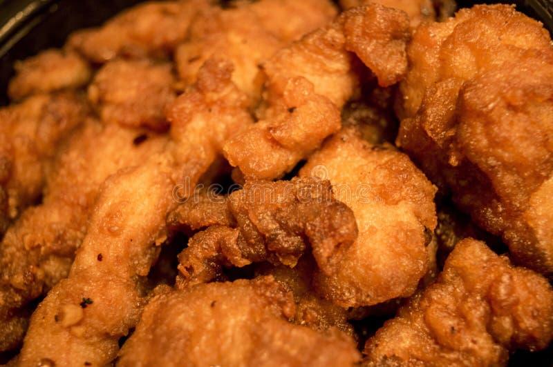 Złoci Crispy pieczonych kurczaków kawałki obrazy stock