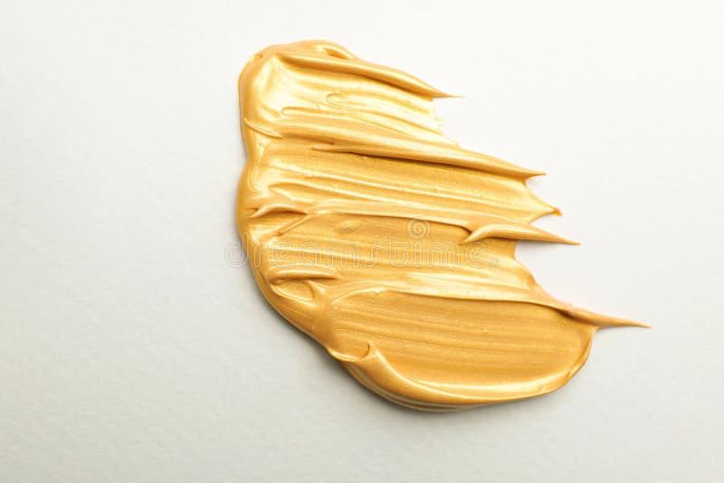 Złoci farby muśnięcia uderzenia na bielu zdjęcie stock