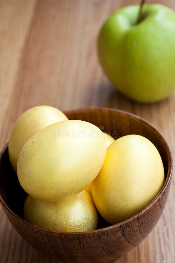 złoci jabłczani jajka zdjęcia stock