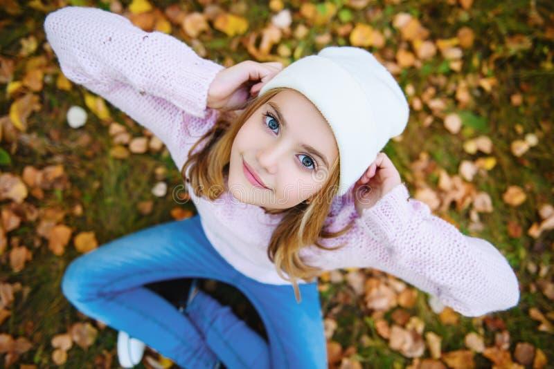 Złoci liście w jesieni zdjęcia royalty free
