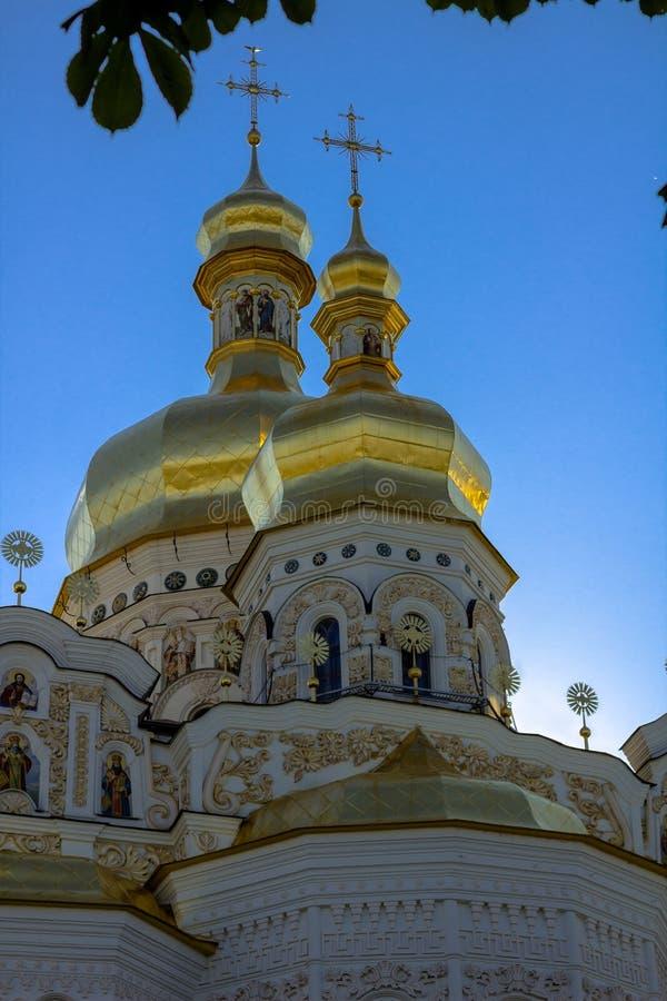 Złoci wierzchołki Chrześcijański Ortodoksalny opactwo pionowo obrazy royalty free