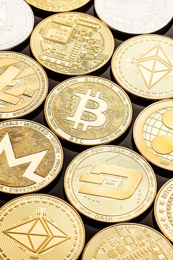 Złociste cryptocurrency monety zdjęcie royalty free