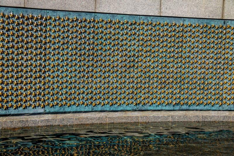 Złociste gwiazdy wolności ściana przy druga wojna światowa pomnikiem - Waszyngton, d C , USA obraz royalty free