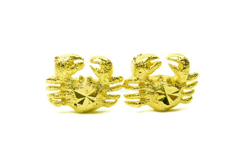 Złocistego breloczka kolczyka kameowa biżuteria w kraba kształcie odizolowywającym na whi zdjęcie royalty free