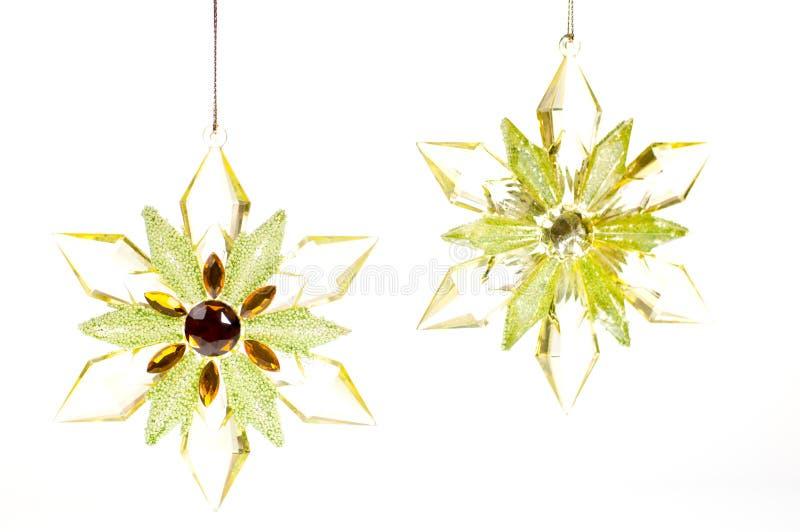 Złocistego i zielonego szkła Bożenarodzeniowe wiszące gwiazdy zdjęcie royalty free