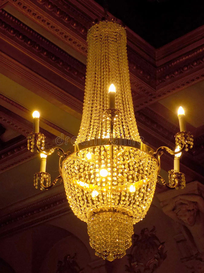Złocisty świecznik w Królewskim Filharmonicznym hotelu Liverpool zdjęcie stock