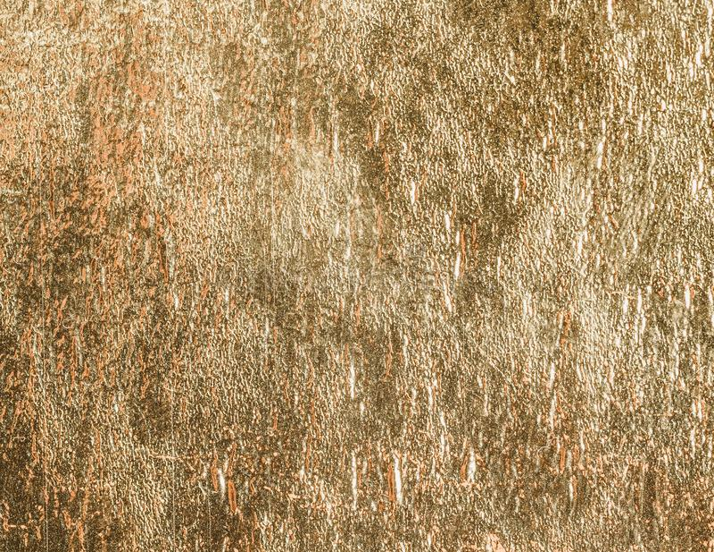 Złocisty błyszczący foliowy tekstury tło, wzór lub fotografia royalty free