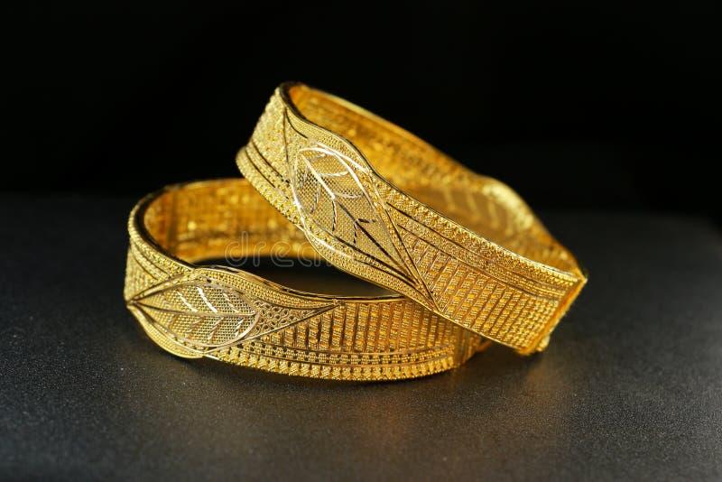 Złocisty Bangle Jewellery zdjęcia royalty free