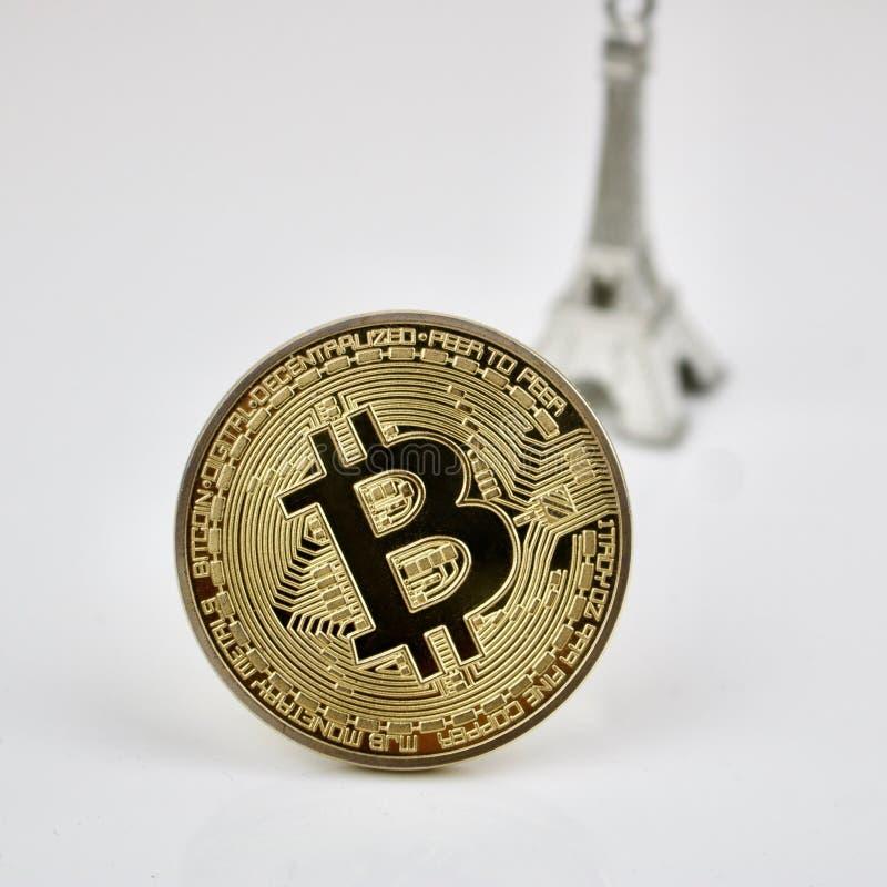 Złocisty bitcoin srebra i monety wierza zdjęcie royalty free