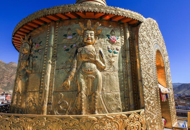 złocisty Bodhisattva przy Labuleng świątynią, południe Gansu, Chiny zdjęcie royalty free