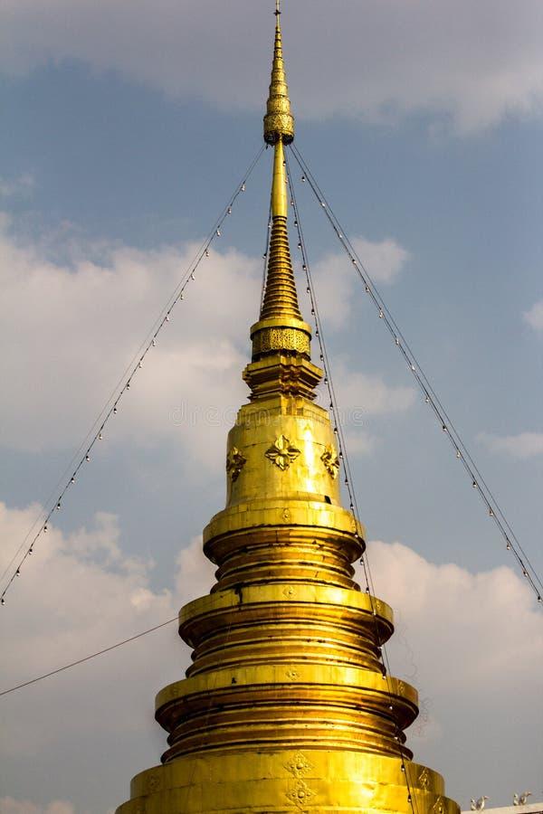 Złocisty pagodowy Thailand w północy Tajlandia obrazy stock