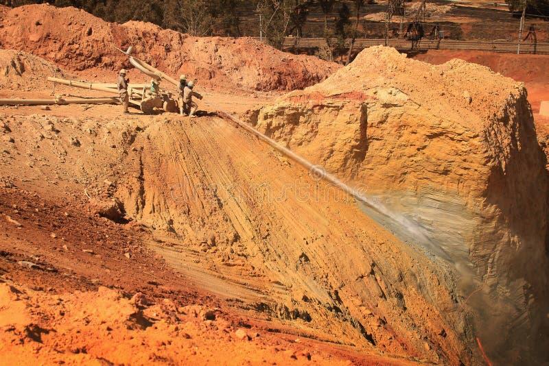 Złocisty wyzdrowienie kopalni usyp obrazy stock
