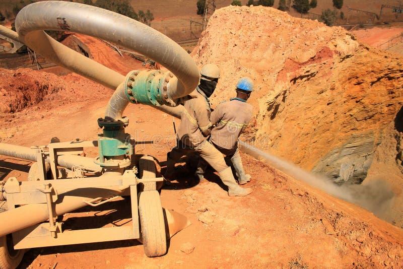 Złocisty wyzdrowienie kopalni usyp obraz stock