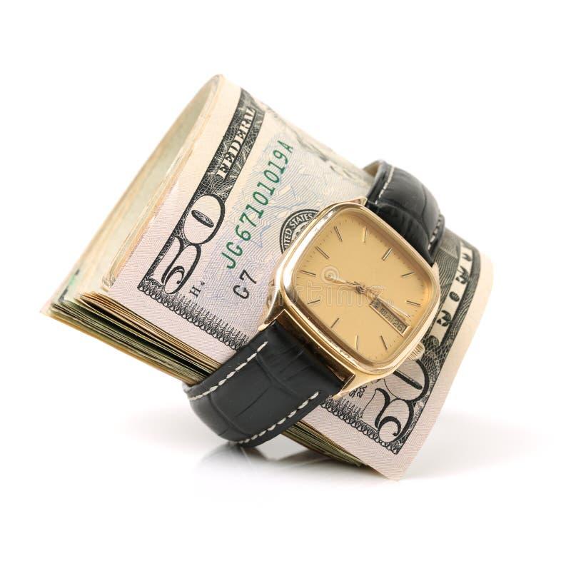 Złocisty zegarek ubierający w sto dolarowych rachunkach, czas jest pieniądze zdjęcie stock