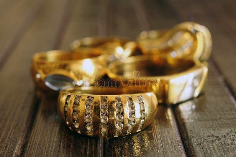 Złocistych pierścionków zbliżenie zdjęcia stock