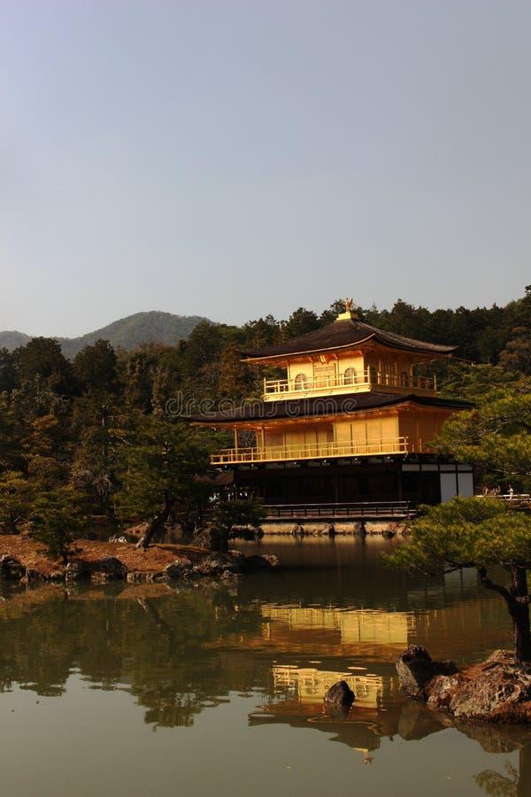 Złota świątynia Kinkaku-ji obraz royalty free