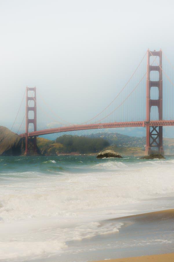 złota bridżowa mgłowa brama obrazy stock