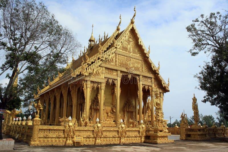 Złota buddhism świątynia Wat Pak Nam obrazy royalty free