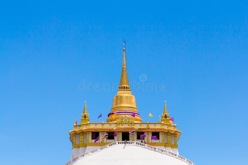 Złota góra przy Watem Saket obraz stock