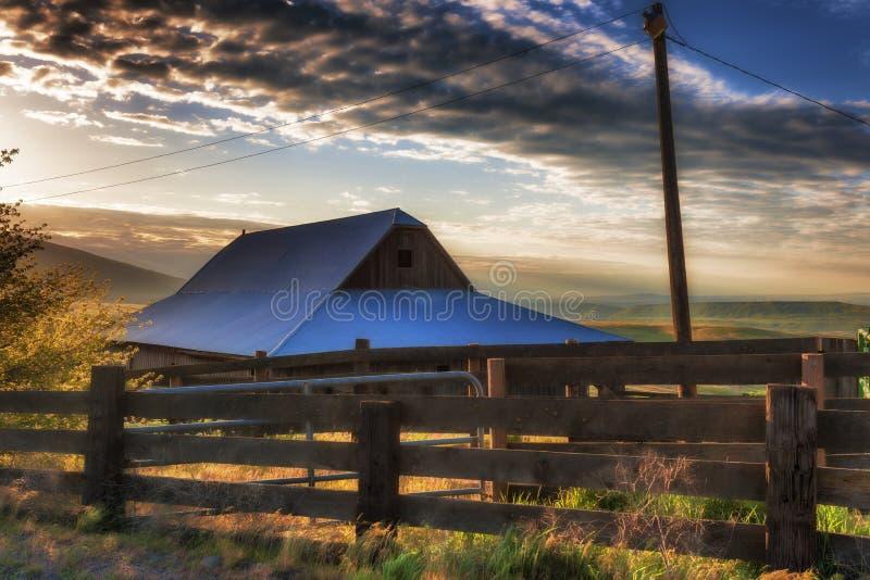 Złota godzina przy Dallas Halnym rancho przy Kolumbia wzgórzy stanem zdjęcie stock