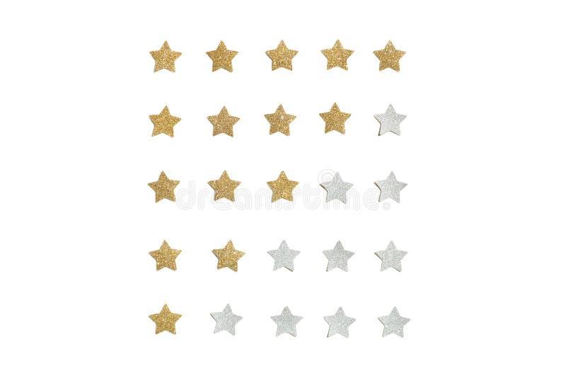 Złota i srebra błyskotliwości gwiazdy papier ciie na białym tle obrazy royalty free
