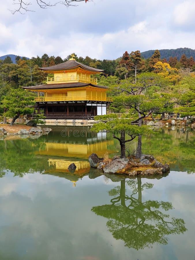 Złota Ji Kinkaku Pawilonu świątynia Fotografia Stock