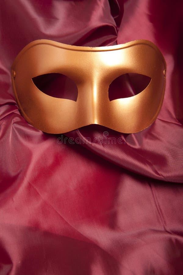 Złota karnawał maska fotografia stock