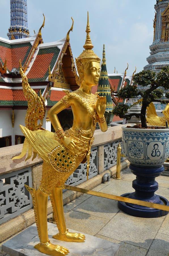 Złota Kinnari statua w Uroczystym pałac zdjęcia stock
