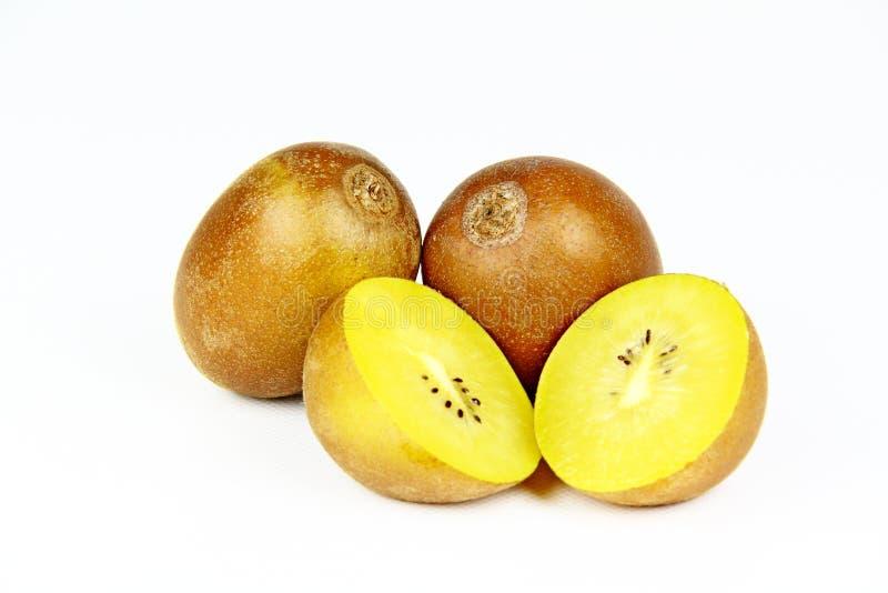Złota kiwi owoc na białym tle zdjęcie royalty free