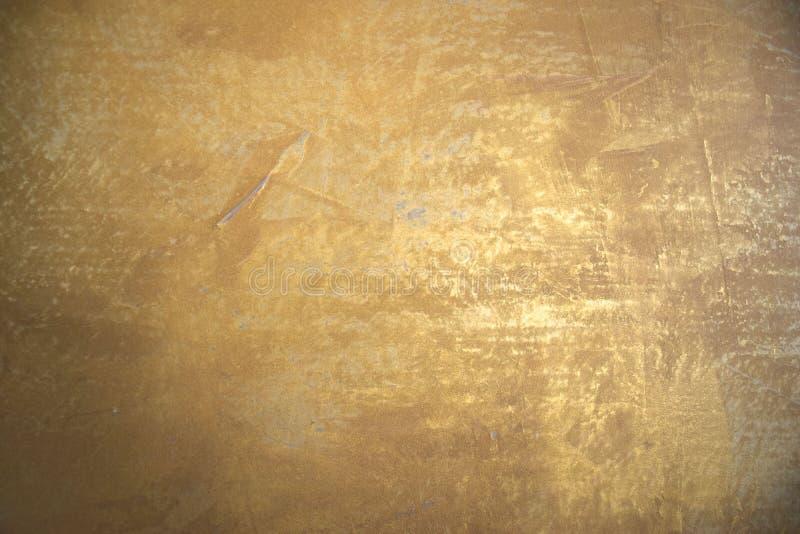 Złota malująca ściana z strukturą jako tło zdjęcia royalty free