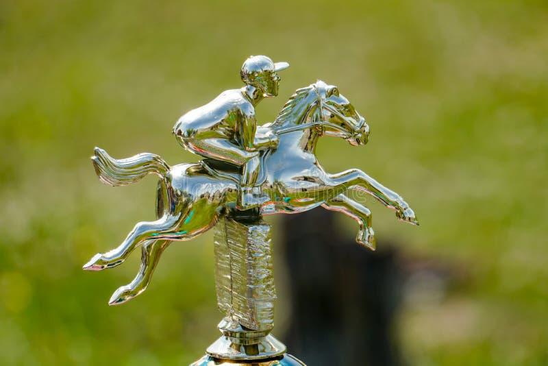 Złota postać galopujący koń zdjęcia royalty free