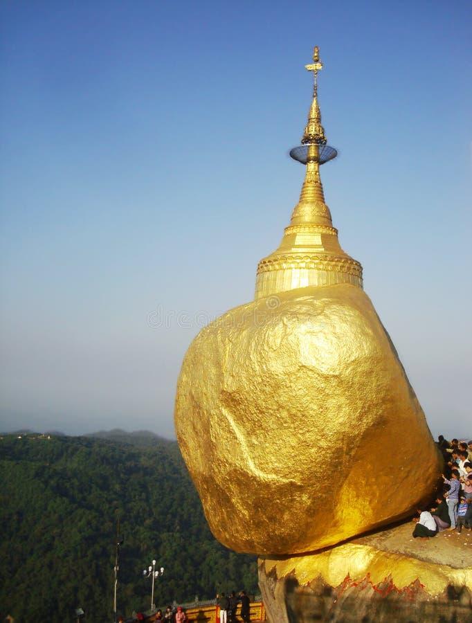 Złota skała, Kyaikhtiyo pagoda, podróż Myanmar obraz stock