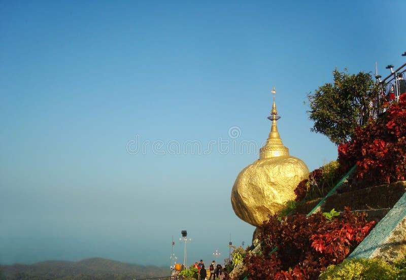Złota skała, Kyaikhtiyo pagoda, podróż Myanmar zdjęcie stock