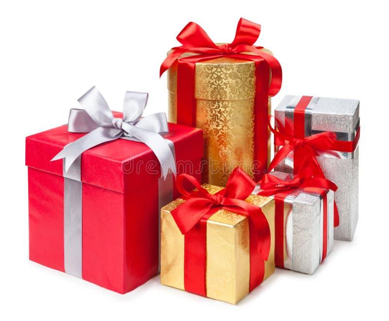 Złota, srebra i czerwień prezenta pudełka na białym tle, fotografia royalty free