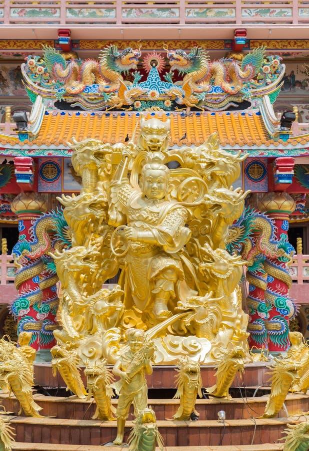Złota statua Naja bóg w Najasataisue Chińskiej świątyni lokalizować obraz stock