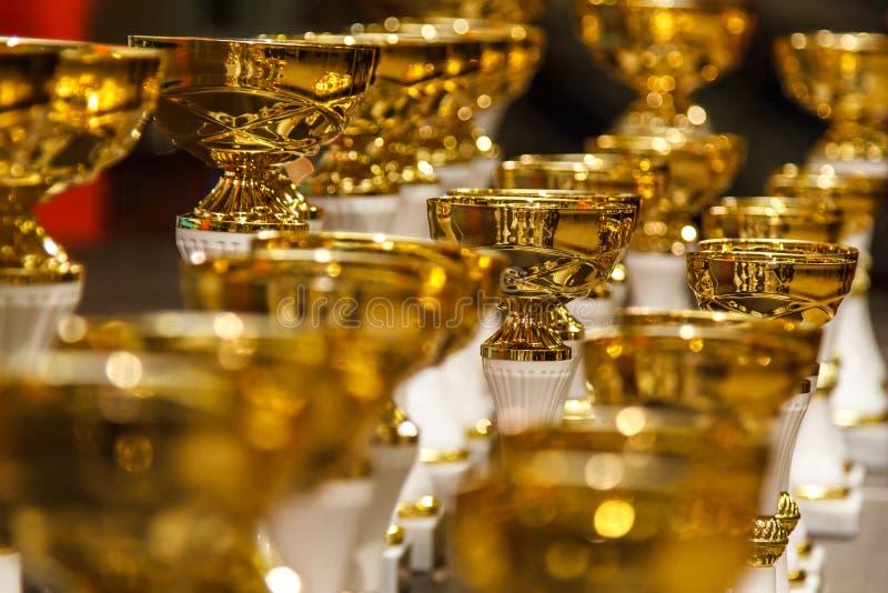 złote filiżanki obrazy stock