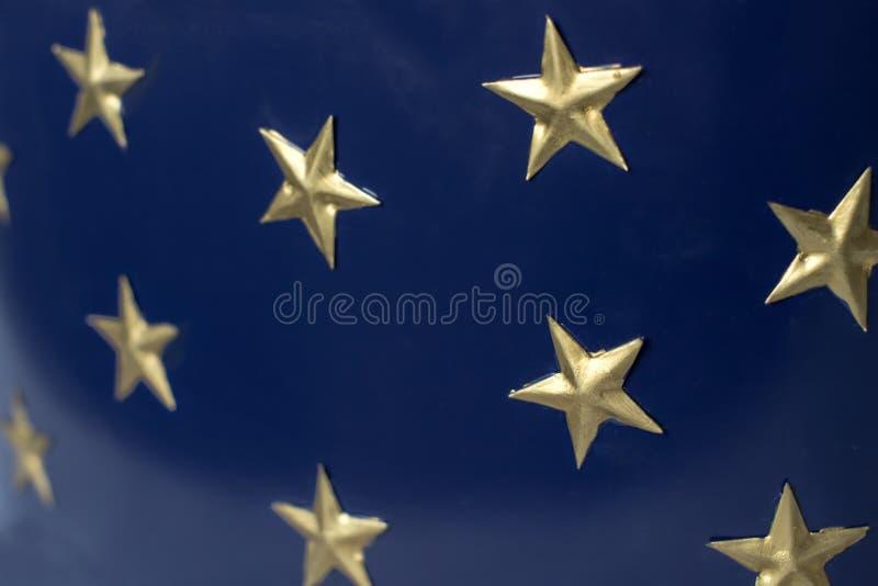 Złote gwiazdy na zmroku - błękitny tło fotografia royalty free