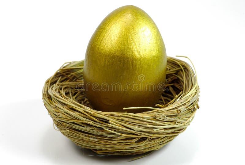 złote jajko gniazdo obrazy stock