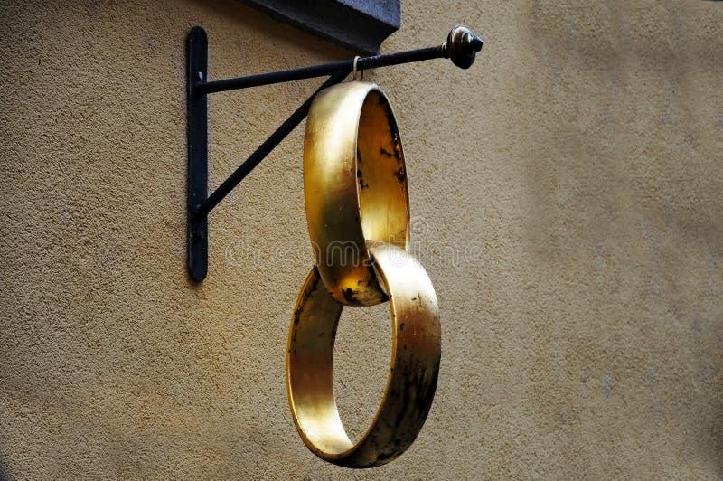 złote pierścienie poślubić fotografia stock