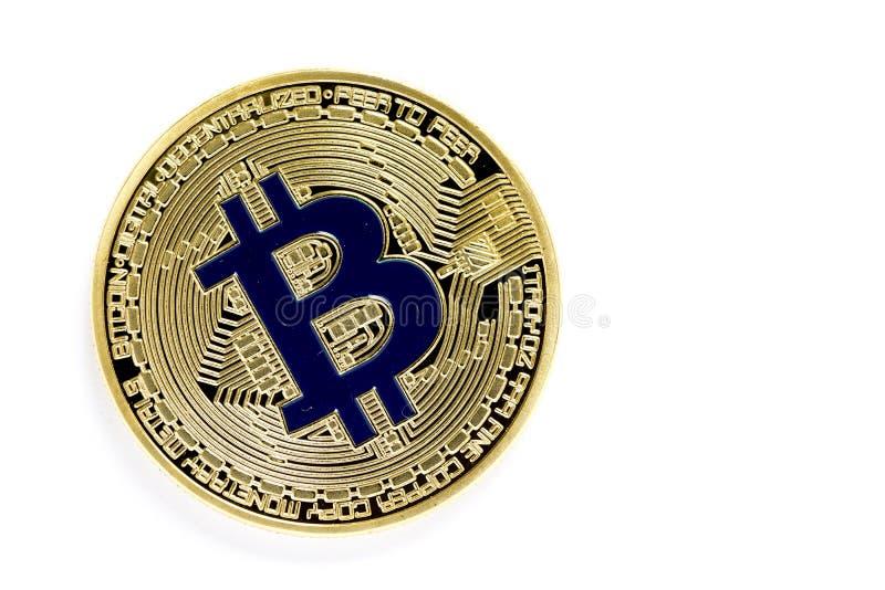 Złotego bitcoin wirtualne monety odizolowywać na białym tle zdjęcia royalty free