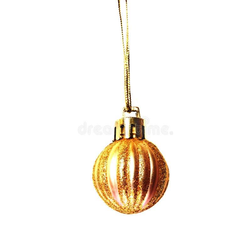 Złotego Bożenarodzeniowego wystroju mała piłka z błyska odosobnionego na białym tle fotografia stock
