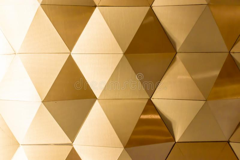 Złoto - biała geometryczna ściana zdjęcie royalty free
