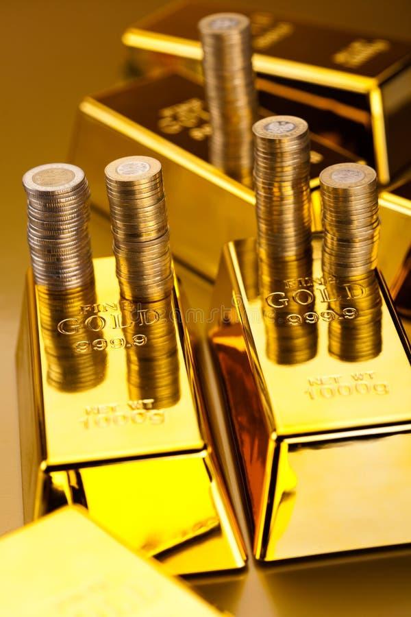 Złoto i pieniądze, nastrojowy pieniężny pojęcie zdjęcie stock